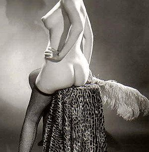 Chicks showing their cute bottoms in the fifties erosblog.com
