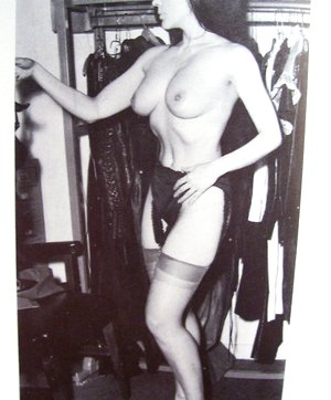Homemade vintage british porn pictures of horny moms on high heels