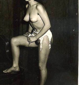 Sexy retro chick showing tight breasts vintagenudephotos.com